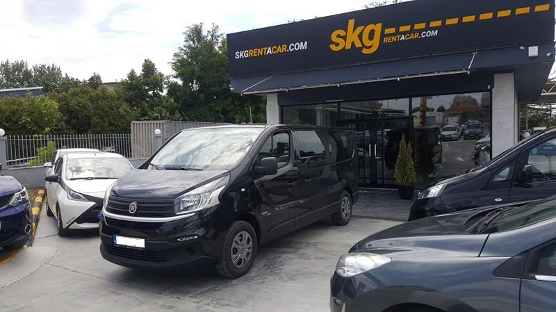 Μίνι Βαν 9 θέσεων car rental Thessaloniki-Chalkidiki